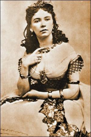 Quelle est cette chanteuse et danseuse (1835-1886) qui fut la maîtresse de tous les nobles du second empire, le duc de Morny, Masséna, Jérôme Bonaparte et sans doute de l'empereur Napoléon III ? Elle triompha dans le rôle de Cupidon, d Orphée aux enfers  d'Offenbach, dont elle fut probablement aussi la maîtresse.