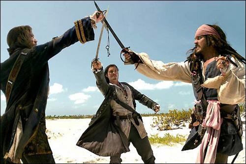 Jack Sparrow, Will Terner et James Norrington veulent la clé mais, pour ouvrir quoi?