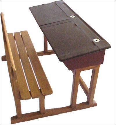 Dès 1887, les municipalités furent obligées de fournir à l'instituteur, un matériel précis pour sa classe dont les tables attachées aux bancs. On les appelait :