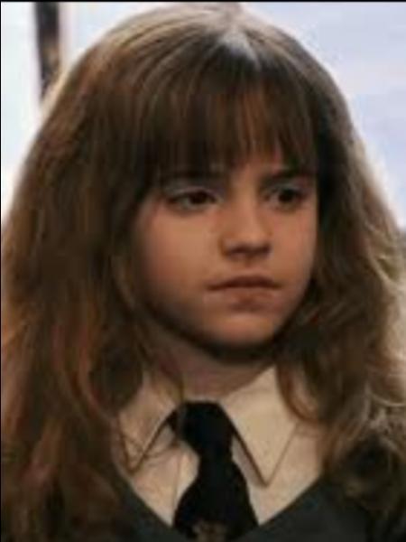 Où rencontre-t-elle, pour la première fois, Harry et Ron ? (Film 1)