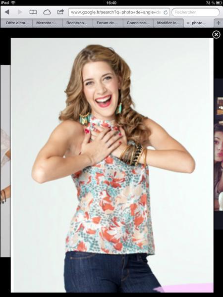 Qui est Angie par rapport à Violetta ?