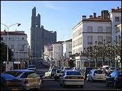 Nous sommes au centre de la ville de Royan (département 17). La ville se situe en région ...