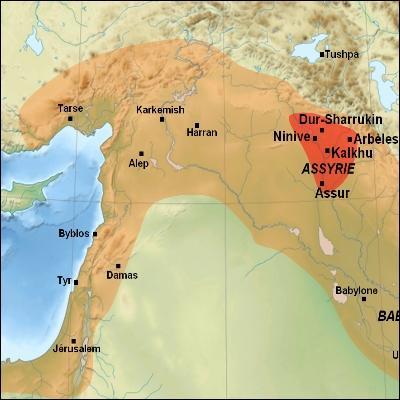 Quel personnage rapporte une plante d'Assyrie ?