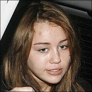 Qui est cette star sans maquillage ?