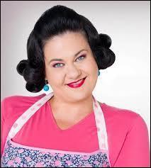 Qui apprend à Olga qu'Angie est la tante de Violetta ?
