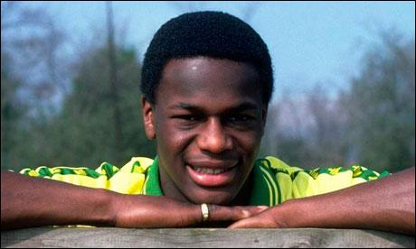 Justin Fashanu a joué à Nottingham Forrest, Manchester City, West Ham... Quel était son sport ?