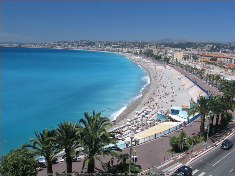 Nice est la préfecture du département des Alpes-Maritimes. Que pouvez-vous rajouter à la phrase précédente ?