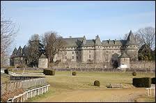 Ce château se situe à Arnac-Pompadour (Limousin). Dans quel département faut-il se rendre pour le voir ?