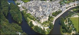 Nous sommes à Entraygues-sur-Truyère (Aveyron), au confluent du Lot et de la Truyère. La commune se situe en région ...