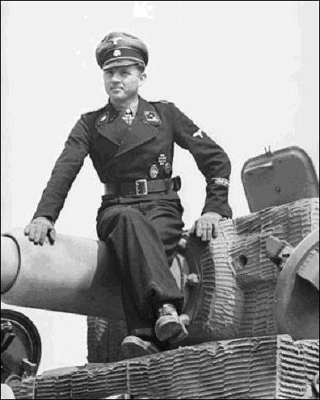 C'est la plus grande bataille de chars de l'histoire. Elle oppose du 5 juillet au 23 août 1943 les forces allemandes aux forces soviétiques sur un immense territoire de 23 000 km² situé à la limite de l'Ukraine. C'est la victoire soviétique décisive qui permet la reprise de l'initiative par les Soviétiques.Quelle est cette bataille ?