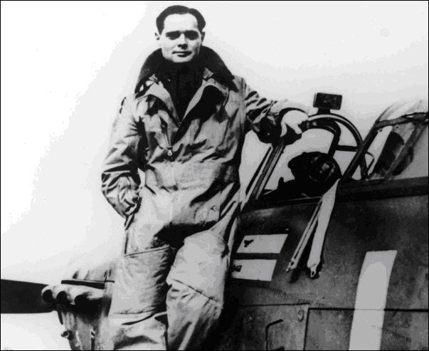 Qui est ce personnage ?Pour vous aider, il a été un des pilotes de chasse des plus emblématiques de la RAF. Il était un handicapé physique.