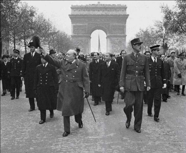 Le 13 mai 1940, il prononça cette phrase devenue historique : « J'aimerais dire à la Chambre... je n'ai à offrir que du sang, de la peine, des larmes et de la sueur. Vous me demandez, quelle est notre politique ? Je vous dirai : c'est faire la guerre sur mer, sur terre et dans les airs... ».Qui est-ce ?