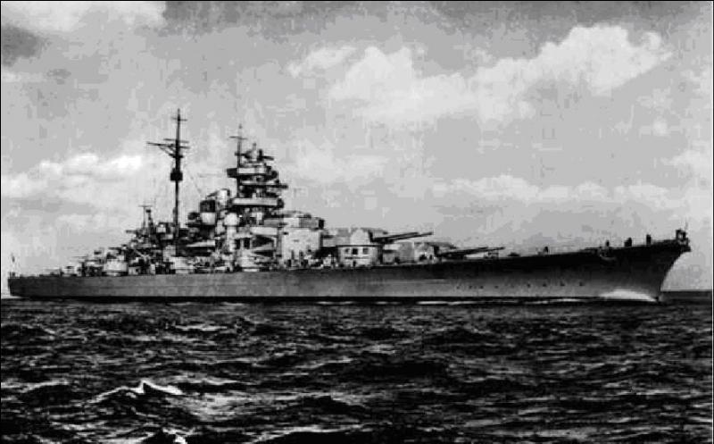 Le 18 mai 1941, un bâtiment de guerre allemand quitta son port. Il fut pris en chasse par les anglais. Il réussit à couler un de ses adversaires. Il fut endommagé par une attaque d'avions du porte-avions « HMS Ark Royal ». Les Anglais le rejoignirent et le détruisirent. Ses marins furent obligés de le saborder.Quel est ce navire ?