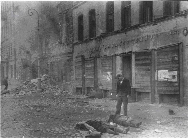 Deux mois après l'invasion de l'URSS, les Allemands atteignirent une ville qu'ils ne purent envahir. Le siège de cette ville commença, il dura 872 jours.Quel est le nom de cette bataille, de ce siège ?