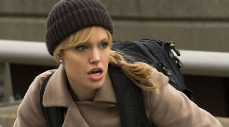 C'est un film américain de 2010 avec Angelina Jolie, réalisé par Phillip Noyce, c'est un Thriller politique qui se déroule au sein de la CIA, quel est son titre ?