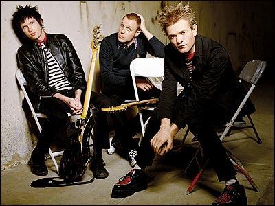 Quel groupe de pop rock canadien, formé en 1996, est actuellement composé du chanteur/guitariste Deryck Whibley, du bassiste Jason McCaslin et du guitariste Tom Thacker ?