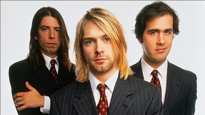 Quel groupe a eu une courte existence suite à la mort du chanteur/guitariste ?