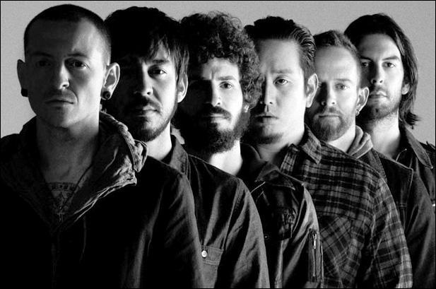 Quel groupe connut un succès mondial dès son premier album en 2000,  Hybrid Theory  ?
