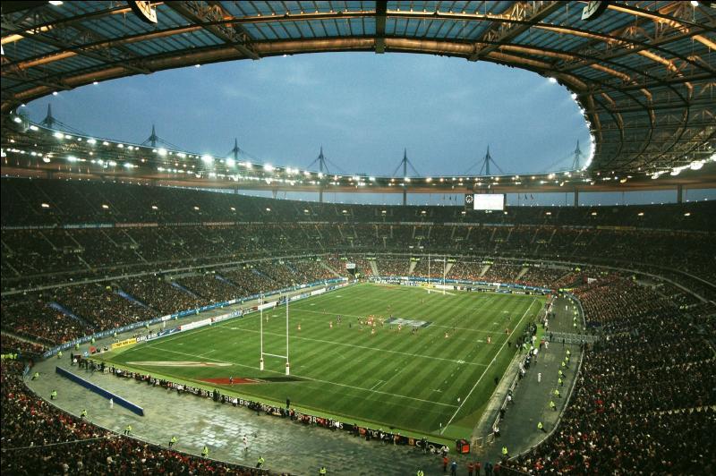 Quelle équipe joue à domicile au stade de France ?