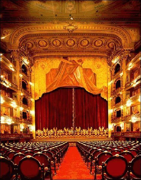 Où fut créée  La Traviata  en mars 1853 ?