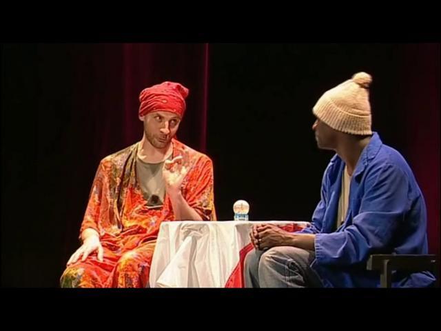 Dans le sketch  La voyante , Fred annonce à Omar qu'il va devenir un acteur célèbre en Australie, sous quel nom ?
