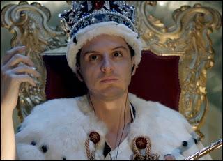 Dans l'épisode 3 de la saison 2, Moriarty prend un faux nom. Mais lequel ?