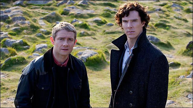 Dans l'épisode 2 de la saison 2, comment Sherlock et John entrent-ils dans le centre de Baskerville ?