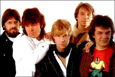 Quel est ce groupe ? Ok, il est un peu plus dur à trouver, mais je vous fais confiance ( Flash in the Night ) !