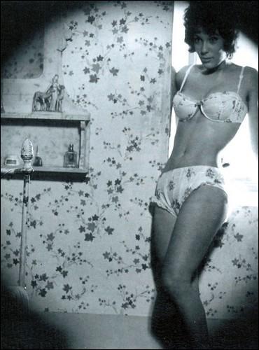 Qui est le réalisateur de  À double tour , avec Madeleine Robinson et Jean-Paul Belmondo ?