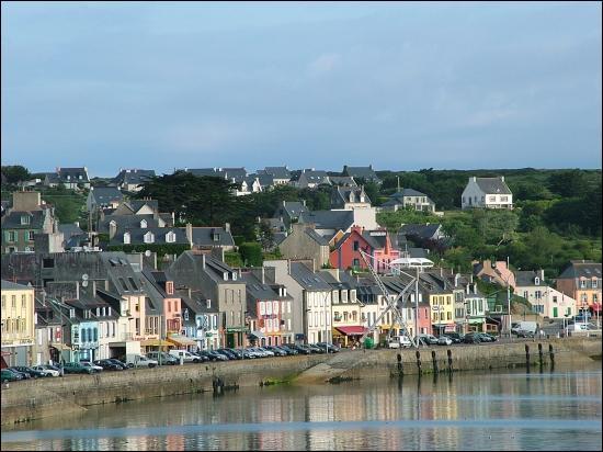 Quel peintre a réalisé plusieurs tableaux du joli port de Camaret-sur-Mer ?