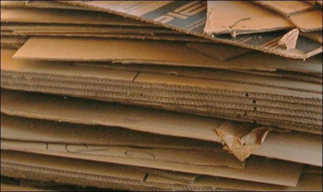 Que faut-il ajouter au papier pour fabriquer du carton ondulé ?