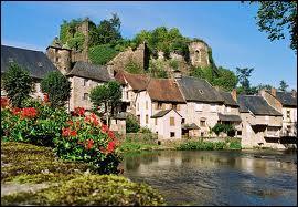 Pour finir, nous partons en Corrèze, à Ségur-le-Château. Cette commune, classée parmi les Plus Beaux Villages de France, se situe en région ...