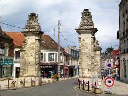 Nous passons la Porte de Paris et nous entrons dans la ville Picarde de Crépy-en-Valois. Elle se situe dans le département n °...