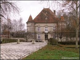 Ce château est à voir dans la commune Lorraine de Sandaucourt, dans le département ...