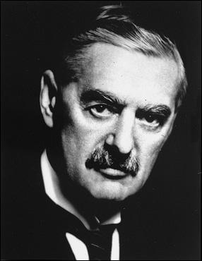 Premier ministre britannique, il est surtout connu pour sa politique d'apaisement qui a conduit à la signature des accords de Munich en 1938. Qui est-ce ?