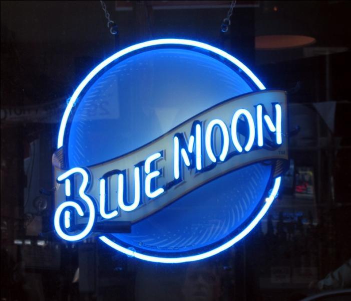 Vous allez souvent sur le site Quizz Biz ? Si vous répondez  Once in a blue moon , que faut-il comprendre ?