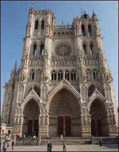 De quand les églises gothiques datent-elles ?