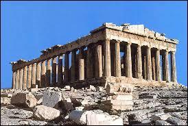 Citez quelques évènements à Athènes au Vème siècle avant Jésus-Christ (attention plusieurs réponses possibles) :