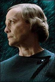 Dumbledore doit faire boire Mrs Cole pour avoir des réponses. Vrai ou faux ?