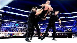 Comment se nomme la prise de finition que les 3 membres de The Shield effectuent ensemble ?