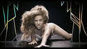 Avec ses tenues extravagantes et toujours différentes, Lady Gaga fait un carton ! Quel est son clip sur cette image ?