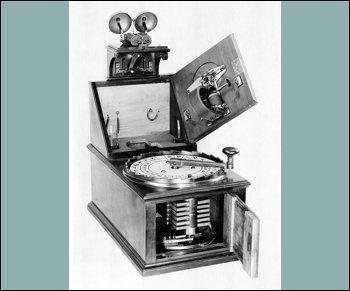 Ceci est un télégraphe électrique fabriqué par Siemens, en 1847.