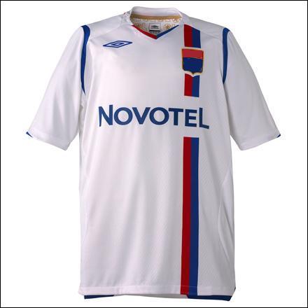 Quel club français arbore ce maillot ?