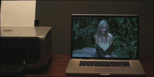 Avec qui Alison est-elle allée au rocher du baiser avant de mourir ?