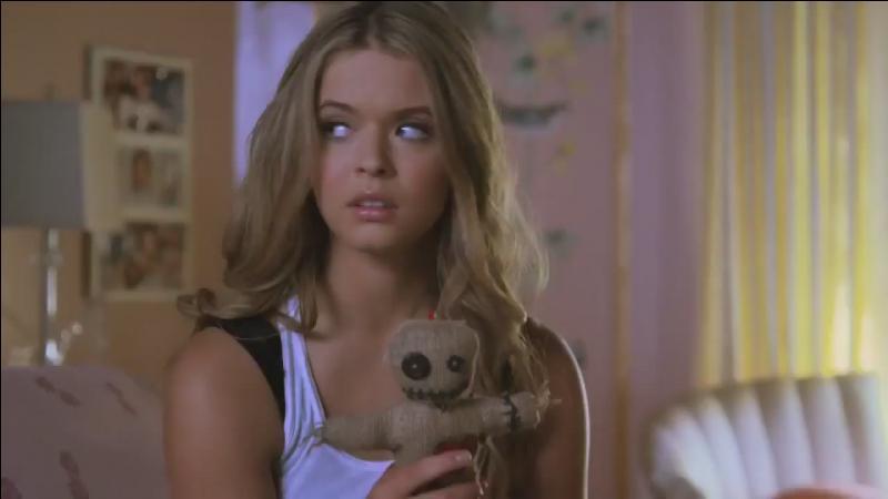 Pendant Halloween, qui portait le même déguisement qu'Alison ?