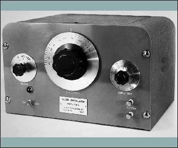 Les studios Walt Disney commandent huit oscillateurs audio pour tester la diffusion de  Fantasia , en 1939.