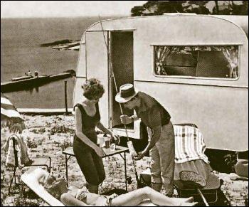 L'entreprise vendait du textile, puis des articles de camping, ensuite les caravanes, enfin les camping-cars. Quel nom porte-t-elle ?