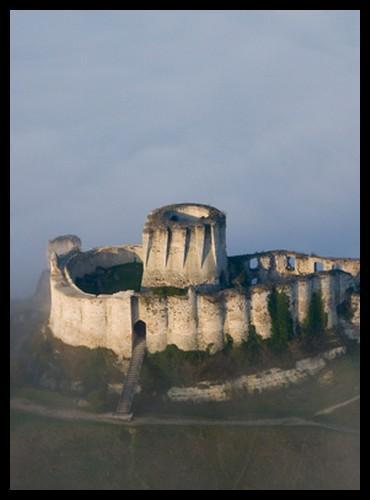 Pourquoi appelle-t-on ce type de construction des  châteaux forts  ?