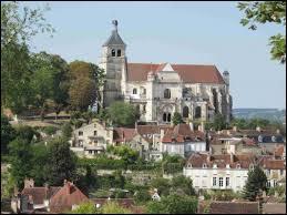 Je vais vous faire découvrir la ville Bourguignonne de Tonnerre. Pour cela, nous devons nous rendre dans le département n° ...