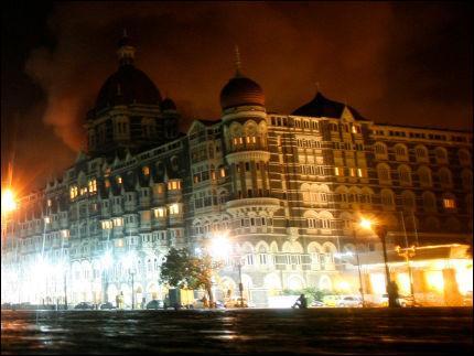 Quelle organisation a revendiqué les attaques de Mumbai (Bombay)?